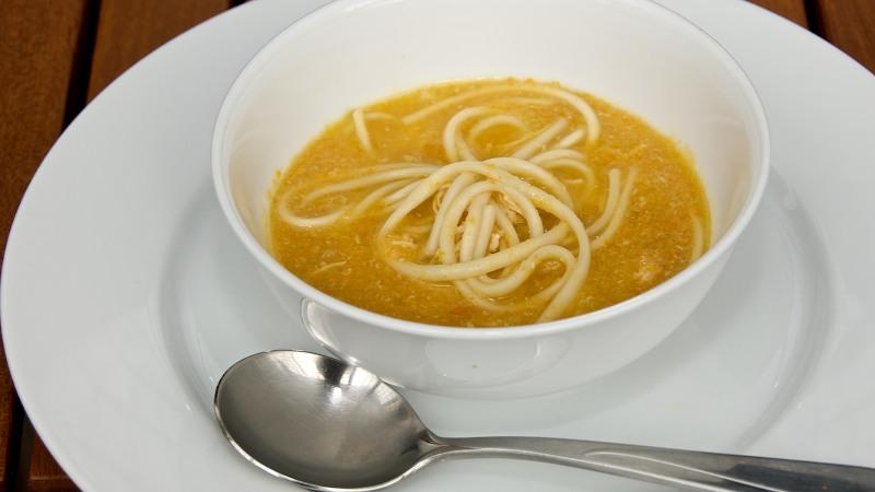 Sopa de Fideos consome de pollo